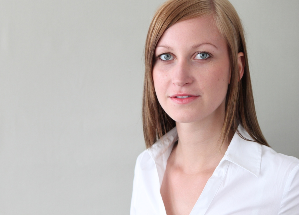 Mein Name ist <b>Maria Müller</b>. Meinen Bachelor absolvierte ich an der <b>...</b> - Maria2